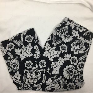 WHBM Black & White Print Capri Pants L